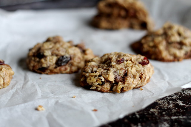 oatmeal cookies with milk chocolate and cranberries