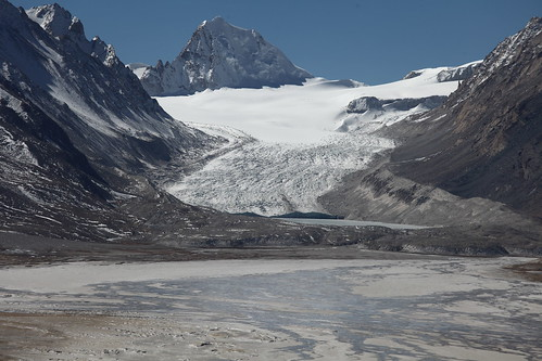 雅魯藏布江源頭的杰馬央宗冰川(楊勇攝)