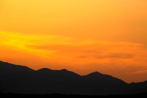 pacificnorthwest sunset mountains olympicmountainrange orange yellow landscape nature scenic scenery canon pnw colorful canonef100400mmf4556lisusm canoneos5dmarkiii johnwestrock washington