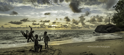 ocean africa trip sunset panorama nuvole streetphotography natura cielo westafrica tropical atlanticocean architettura paesaggio douala oceano cameroun malabo volcan kribi longji d90 camerun montcameroun africacentraleeoccidentale montecameroun