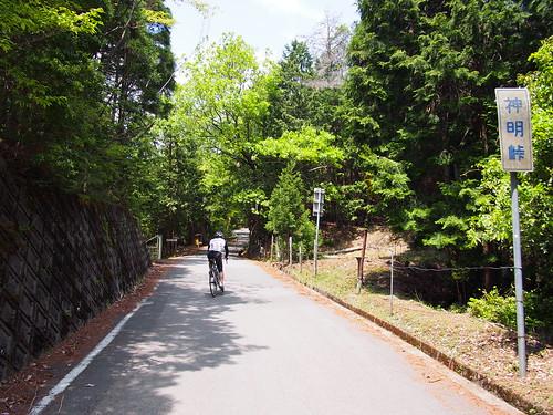 神明峠、といいつつまだ1kmほど登ります。