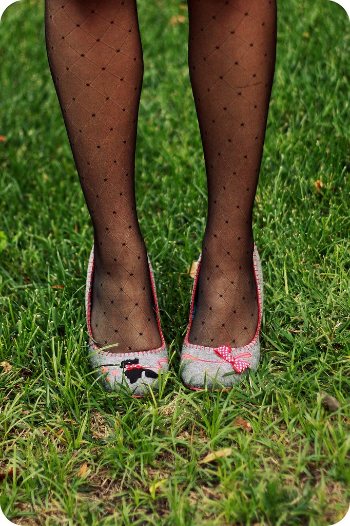 Sweets and Hearts wearing Forever 21 dotted tights and Irregular Choice Scottie Dog heels