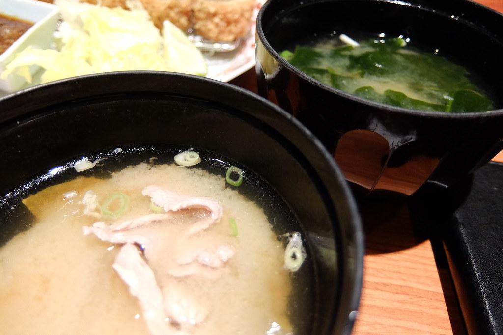 左下為豬肉海帶湯,右上是海帶湯