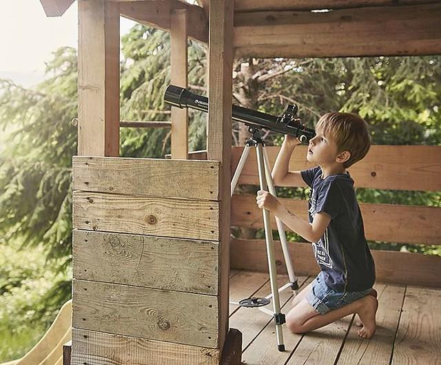 Mój ciekawski marzyciel 🌌 #patrzwgwiazdy #chlopiec #luneta #dzieciństwo #ciekawość #gwiazdy #beskidniski #chłopiec #boy #child #childchoodunplugged #candidchildhood #childhood #curiosity #stars #theskyisnotthelimit #intothestars #uptothestars