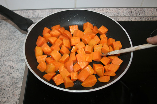 42 - Süßkartoffeln anbraten / Roast yams