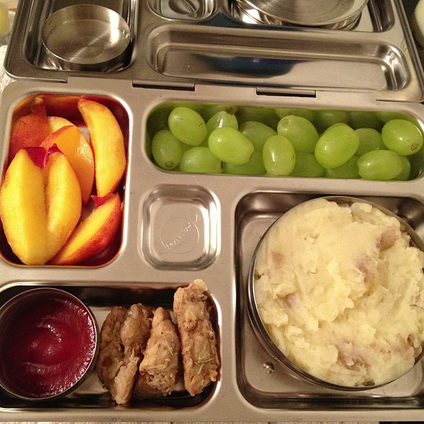 Reno Lunch tomorrow: mashed potatoes, chicken fried seitan strips, ketchup, nectarine, grapes. #vegan #planetbox