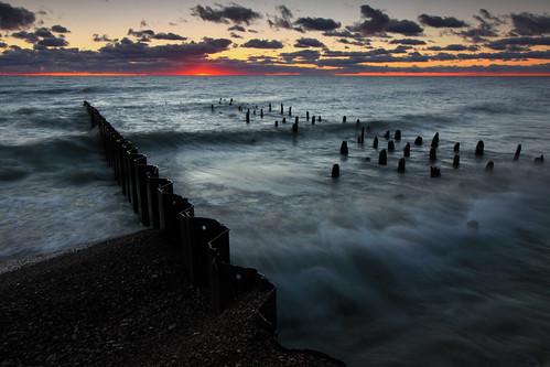 morning beach sunrise waves lakemichigan northshore pilings groin fortsheridan openlands highwoodillinois openlandslakeshorepreserve
