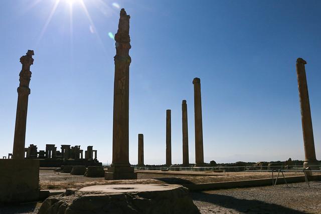 Ancient columns in Persepolis, Iran ペルセポリス遺跡、円柱と青空