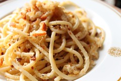 spaghetti with bread crumbs