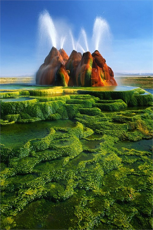 Picture-Green-Fly-Geyser-Nevada