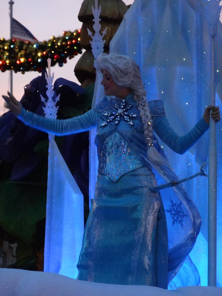 Un séjour pour la Noël à Disneyland et au Royaume d'Arendelle.... - Page 4 13696007944_9a491943a6_b