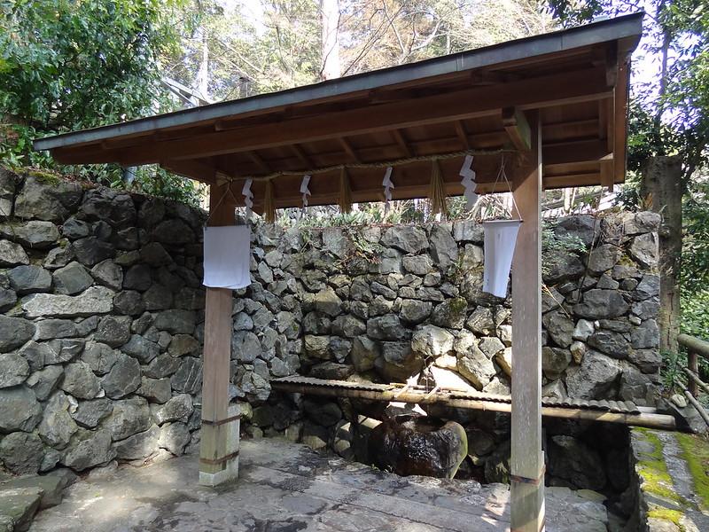 猿丸神社 手水舎(1)