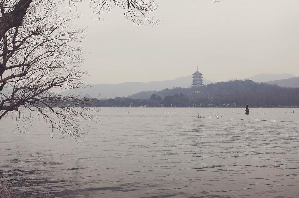 遠看雷峰塔