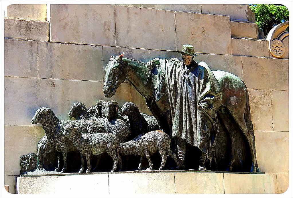 montevideo sheep sculpture