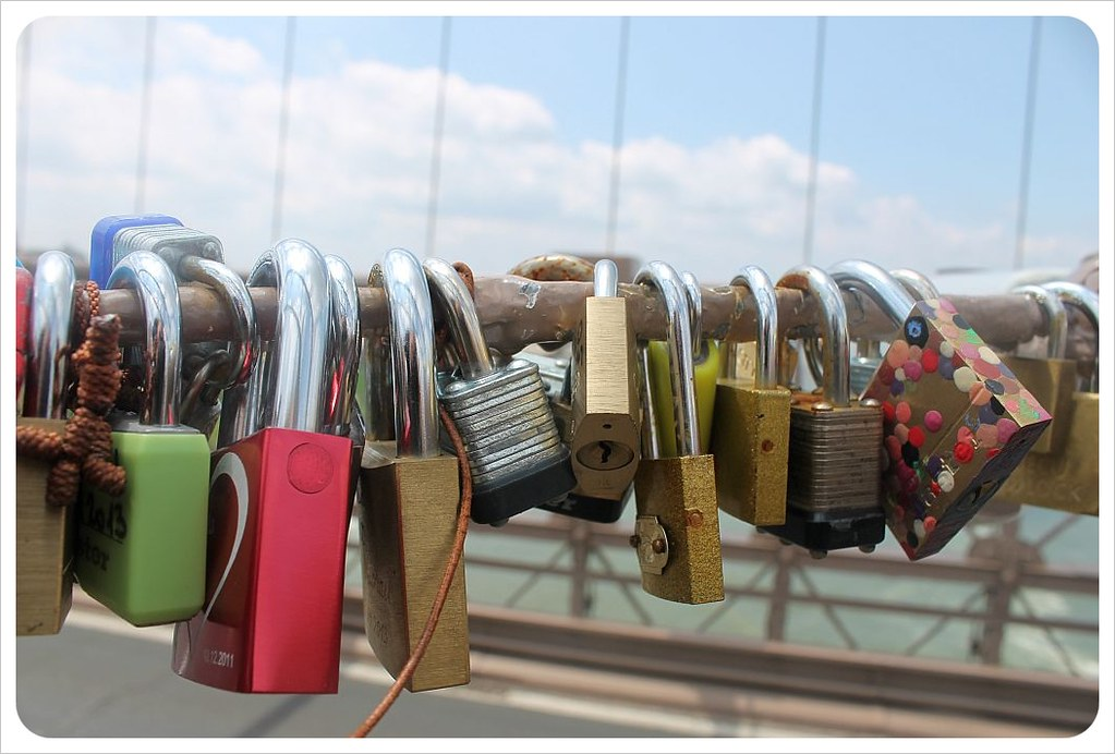 brooklyn bridge new york love padlocks