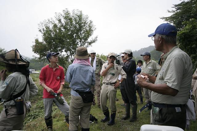 上野さんから,渡り鳥にとってのヨシ原の重要性について解説された.