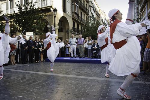 2013-09-26_Donostia-ezpata-dantza-urrezko-domina_IL_7838