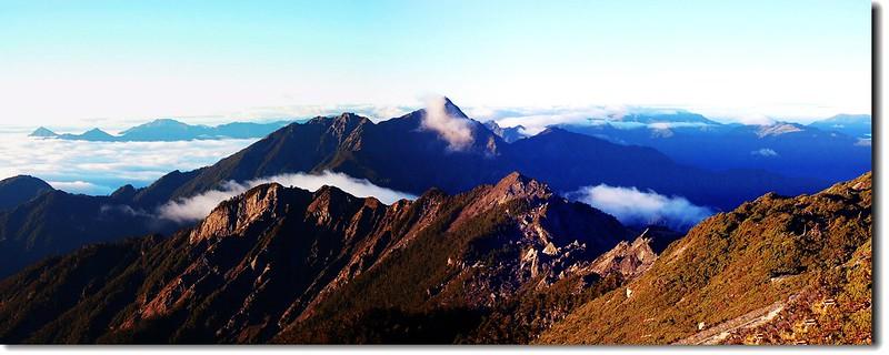 南湖大山頂南望南峰、巴巴山、中央尖