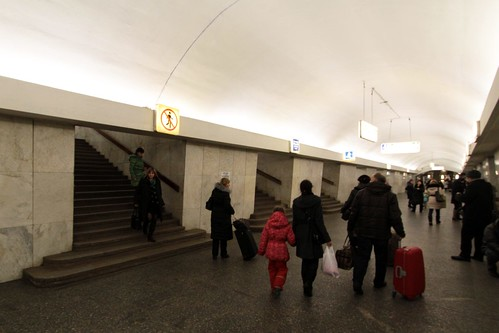 Interchange passageways between lines 6, 8 and 2 at Третьяковская (Tretyakovskaya)