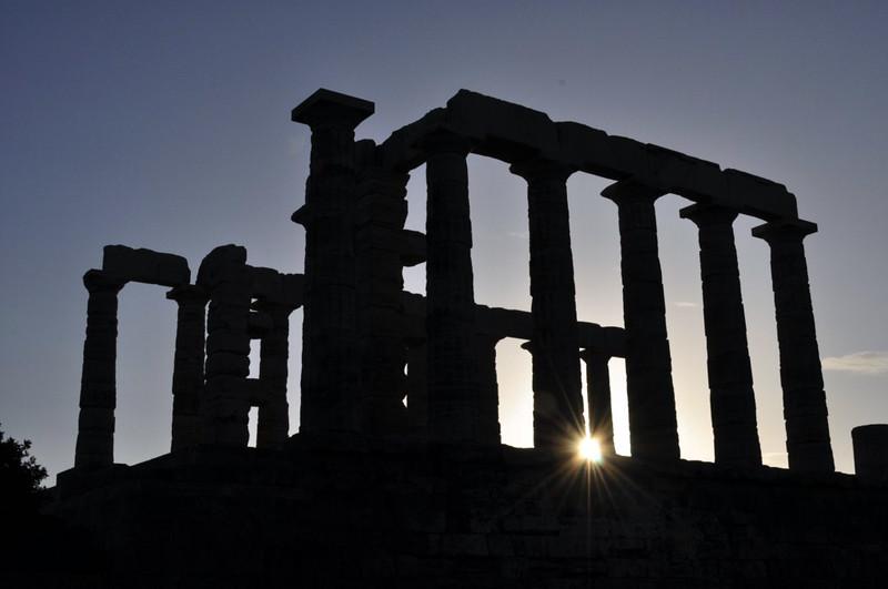 Silueta del Templo de Poseidón en el cabo Sounion, en el atardecer Cabo Sounion - 12173826363 c47ffd53e3 c - Cabo Sounion y el Templo de Poseidón