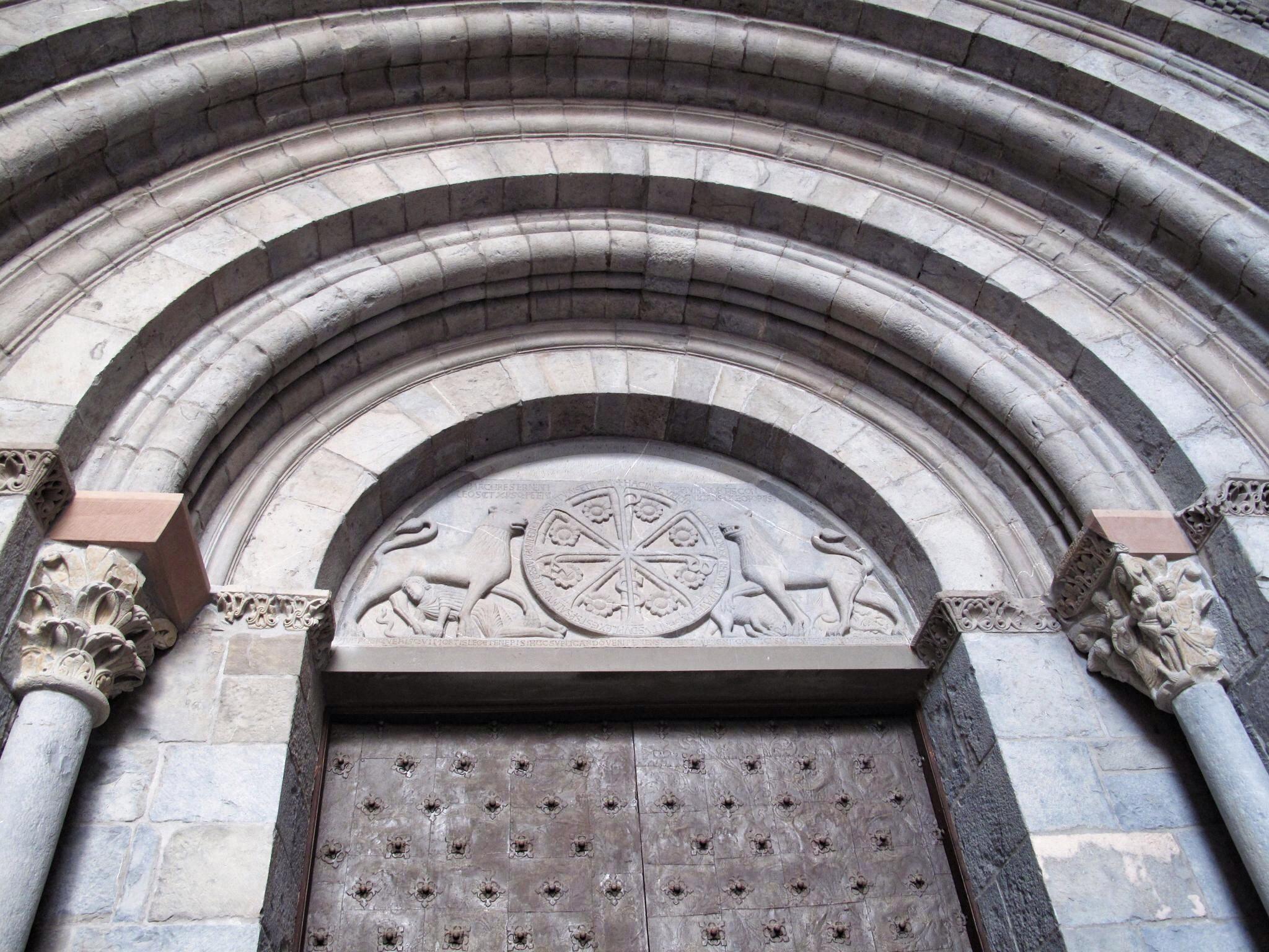 museo diocesano de jaca_claustro_vista estereoscopica_catedral_crismon