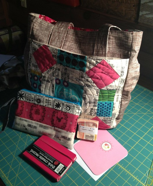 SSM4 package received from Fiber of All Sorts {h2ogirl76}... I love love everything!! Gorgeous Supertote, all the extras! The quilting is fab!! Thank you so much!! xoxo