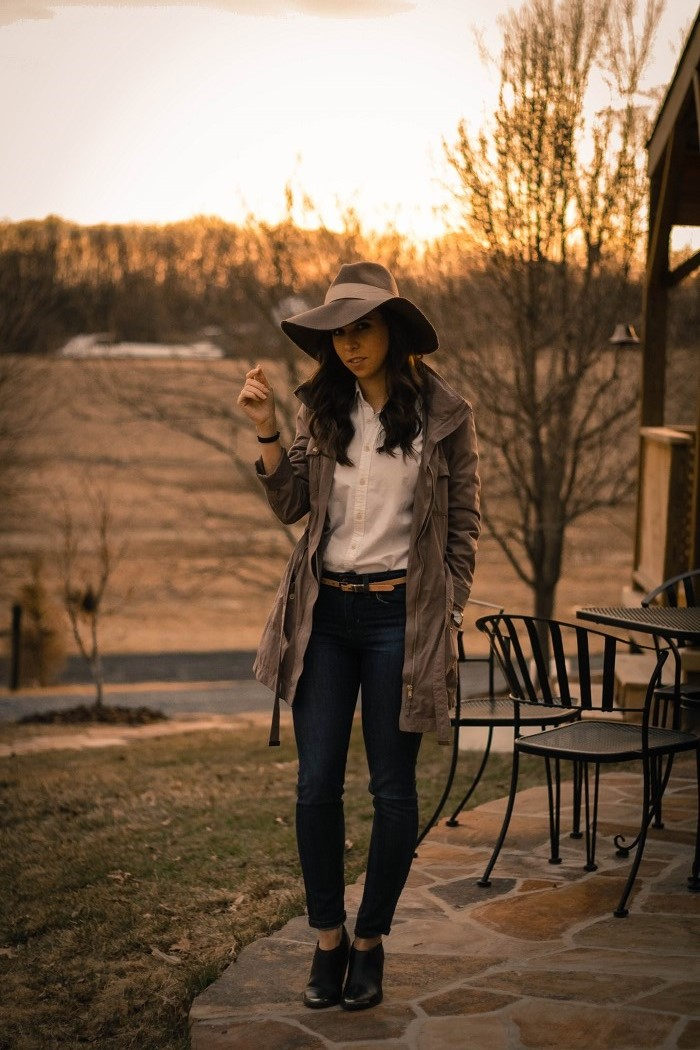 va darling. dc blogger. virginia personal style blogger. skinny jeans. ralph lauren oxford. wool floppy hat. lightweight anorak. black ankle booties.