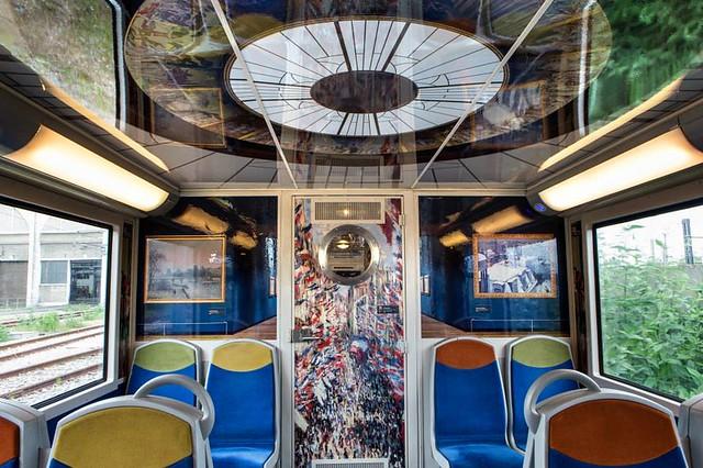 Un train décoré avec des toiles du Musée d'Orsay