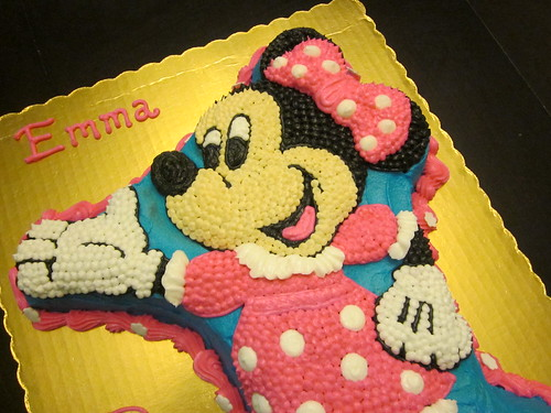 Minnie Mouse Shaped Cake by melissatarun