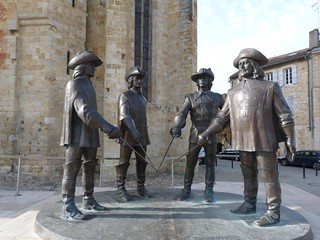 D´Artagnan y los tres mosqueteros en Condom (Gers, Gascuña, Francia)
