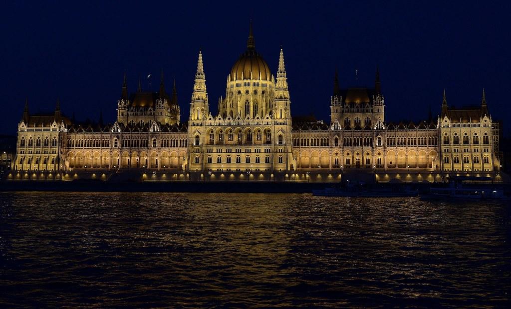 Parlamento de Hungría desde el Danubio 2