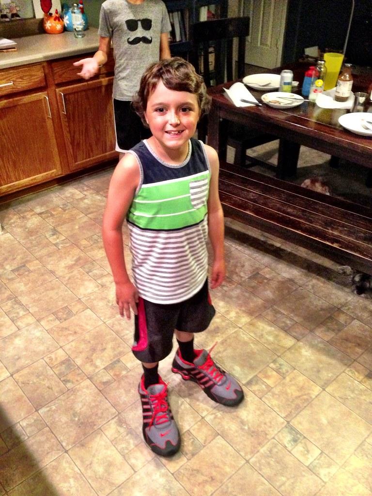 Big shoes - Sam Acho 3774420ec