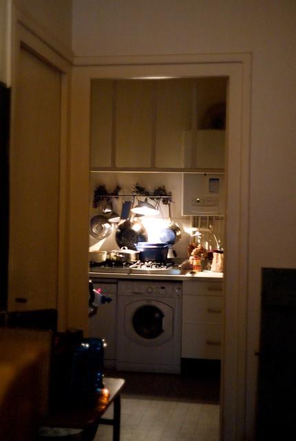 奥にキッチン。