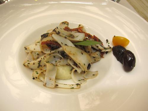 Blanc de seiche cuit plancha, brandade de morue et tapenade d'olives noires
