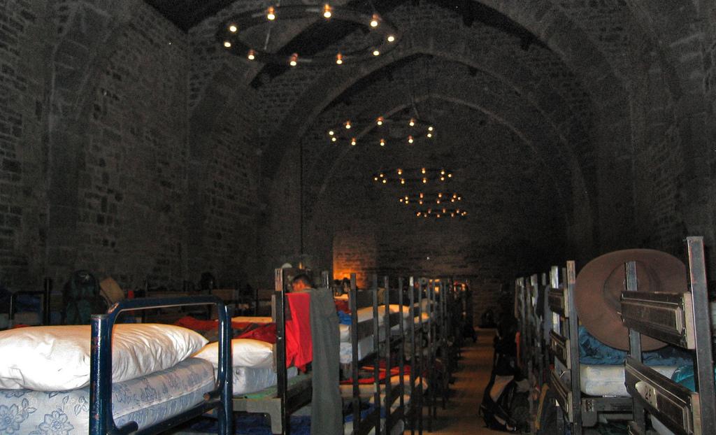 10. Interior del albergue de Roncesvalles. Autor, Arquepoética.