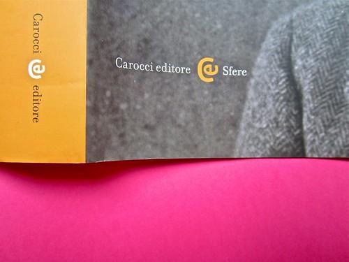 Michael Nedo (a cura di), Una biografia per immagini. Carocci 2013. Progetto grafico di Shoko Mugikura e Michael Nedo. Falcinelli & co. per l'ed. it. Dorso e prima di sovracoperta (part.) 2
