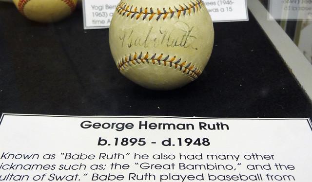 babe-ruth-autograph-basebal