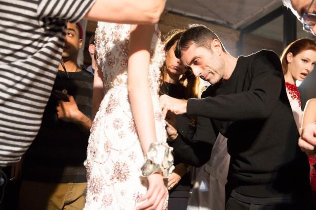 giambattista-valli-couture-spring2014-backstage-02_145810617642.jpg_carousel_parties