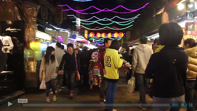 Somebody成員於夜市記錄了5分鐘內,消費者使用了多少塑膠袋。點圖看影片。圖片來源:http://vimeo.com/39973346