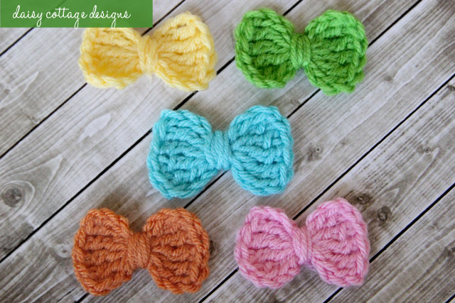 small crochet bow pattern