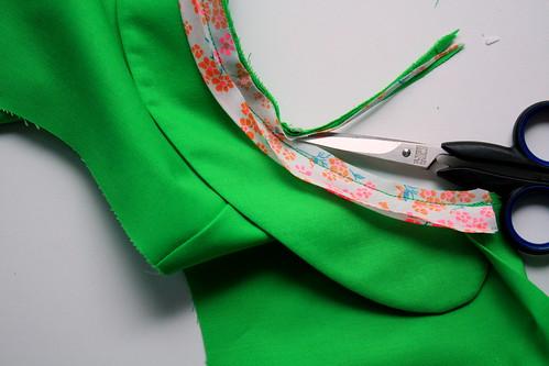 9 - halsrand bijknippen en knipjes in geven