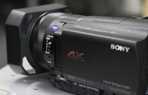 FDR-AX100_02