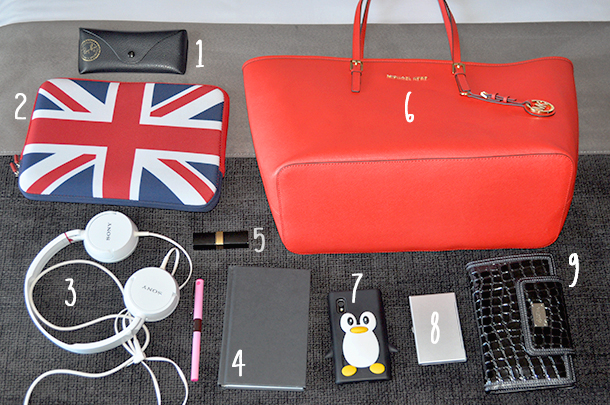 what's in my blogger fashion tote bag, fashion blog spain spanish valencia somethingfashion, michael kors jet set orange tote bag, chanel uk flag ipad case notebook