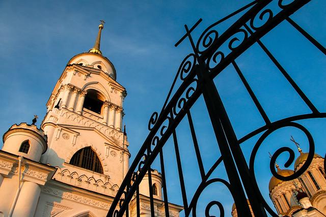 Bell tower of Dormition Cathedral before sunset, Vladimir, Russia ウラジーミル、日没前のウスペンスキー大聖堂