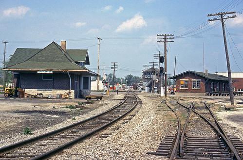 railroadtracks nickelplateroad railroadstations charlestonillinois railroaddepots