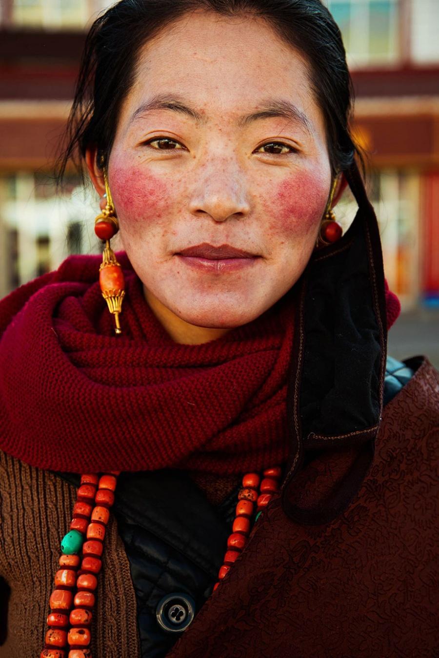 13376810-R3L8T8D-900-different-countries-women-portrait-photography-michaela-noroc-15-tibet-china-1