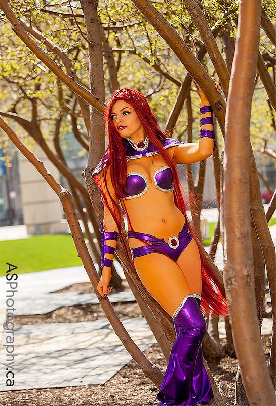 Awesome 52 Starfire captured at C2E2 2013
