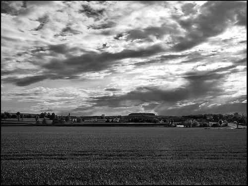 road street sky bw germany way deutschland europa dorf village saxony himmel wolke wolken sachsen sw deu weg ort ortschaft strase landstrase
