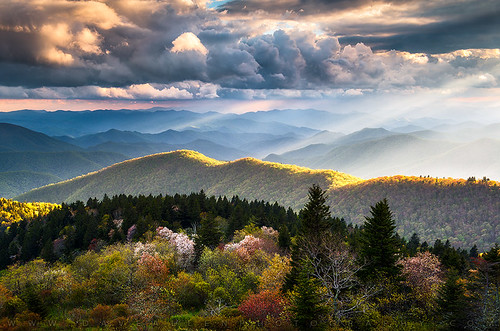 greatsmokymountains blueridgeparkway mountains ridge nc northcarolina nationalpark blueridge parkway rays light lightrays landscape crepuscular daveallen nikon d800 nikond800 appalachians appalachia mygearandmediamond southernappalachians outdoorphotographer nature spring