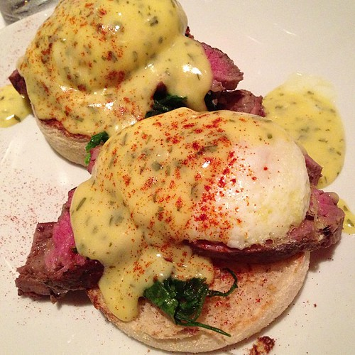 Egg Benedict with filet mignon #fathersdaybrunch #flemings